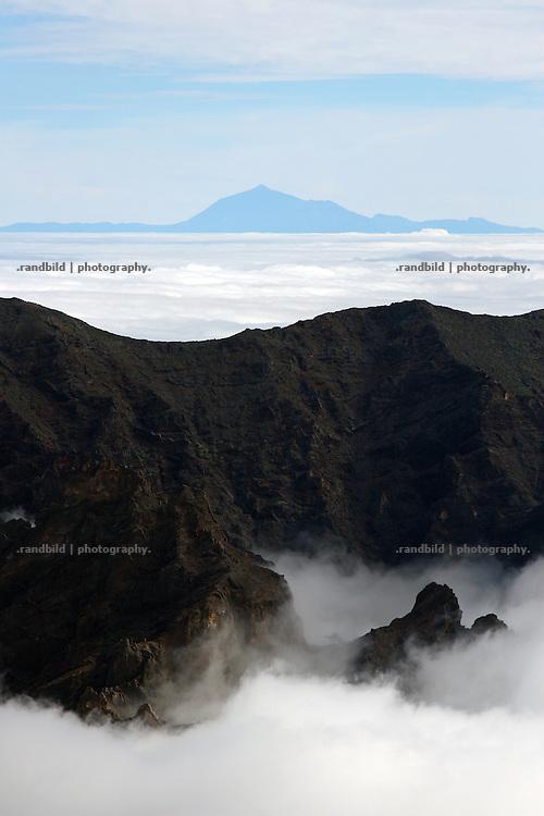 La Palma, Kanarische Inseln, Vulkankrater, Caldera de Taburiente, Vulkan Pico del Teide/Tenneriffa (Hintergrund)