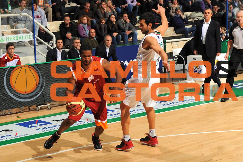 DESCRIZIONE : Siena Lega A 2011-12 Montepaschi Siena Virtus Roma<br /> GIOCATORE : Clay Tucker<br /> SQUADRA : Virtus Roma<br /> EVENTO : Campionato Lega A 2011-2012<br /> GARA : Montepaschi Siena Virtus Roma<br /> DATA : 05/11/2011<br /> CATEGORIA : palleggio<br /> SPORT : Pallacanestro<br /> AUTORE : Agenzia Ciamillo-Castoria/GiulioCiamillo<br /> Galleria : Lega Basket A 2011-2012<br /> Fotonotizia : Siena Lega A 2011-12 Montepaschi Siena Virtus Roma<br />  Predefinita :
