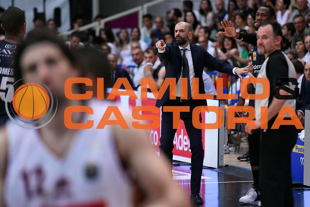 Maurizio Buscaglia, Dominique Sutton<br /> Dolomiti Energia Aquila Basket Trento - Umana Reyer Venezia<br /> Lega Basket Serie A 2016/2017<br /> Playoff, finale gara 4<br /> Trento, 16/06/2017<br /> Foto M.Ceretti / Ciamillo-Castoria
