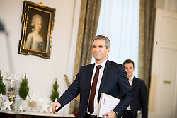 19.12.2017, Bundeskanzleramt, Wien, AUT, Bundesregierung, Erste Sitzung des Ministerrats nach der Angelobung der Türkis-Blauen Regierung, im Bild Finanzminister Hartwig Löger (ÖVP) // Austrian Minister for Finance Hartwig Loeger before cabinet meeting at federal chancellors office in Vienna, Austria on 2017/12/19 EXPA Pictures © 2017, PhotoCredit: EXPA/ Michael Gruber