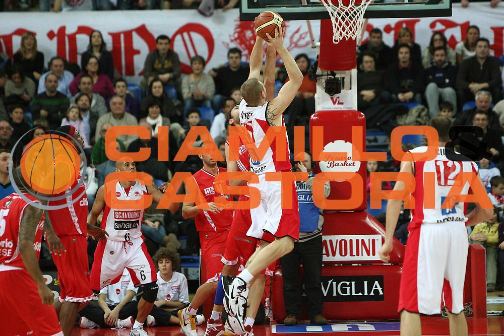 DESCRIZIONE : Pesaro Lega A 2010-11 Scavolini Siviglia Pesaro Cimberio Varese<br /> GIOCATORE : Tautvydas Lydeka<br /> SQUADRA : Scavolini Siviglia Pesaro <br /> EVENTO : Campionato Lega A 2010-2011<br /> GARA : Scavolini Siviglia Pesaro Cimberio Varese<br /> DATA : 23/01/2011<br /> CATEGORIA : tiro<br /> SPORT : Pallacanestro<br /> AUTORE : Agenzia Ciamillo-Castoria/C.De Massis<br /> Galleria : Lega Basket A 2010-2011<br /> Fotonotizia : Pesaro Lega A 2010-11 Scavolini Siviglia Pesaro Cimberio Varese<br /> Predefinita :