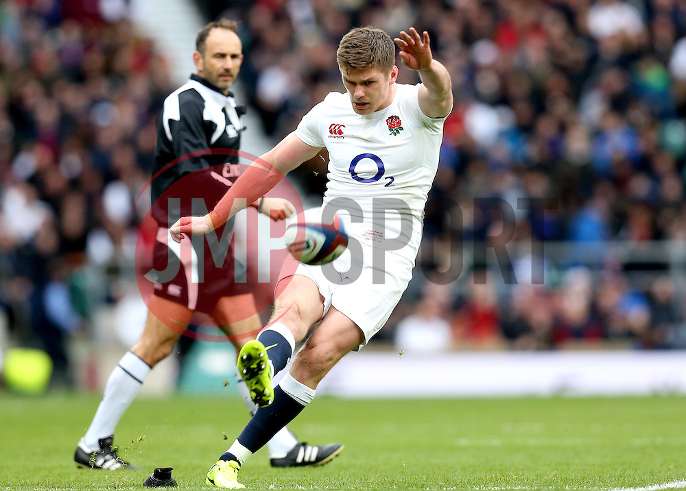 Owen Farrell of England kicks a conversion - Mandatory by-line: Robbie Stephenson/JMP - 26/02/2017 - RUGBY - Twickenham Stadium - London, England - England v Italy - RBS 6 Nations round three