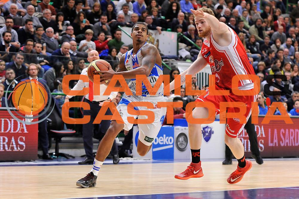 DESCRIZIONE : Campionato 2014/15 Dinamo Banco di Sardegna Sassari - Grissin Bon Reggio Emilia<br /> GIOCATORE : Edgar Sosa<br /> CATEGORIA : Palleggio Penetrazione<br /> SQUADRA : Dinamo Banco di Sardegna Sassari<br /> EVENTO : LegaBasket Serie A Beko 2014/2015<br /> GARA : Dinamo Banco di Sardegna Sassari - Grissin Bon Reggio Emilia<br /> DATA : 22/12/2014<br /> SPORT : Pallacanestro <br /> AUTORE : Agenzia Ciamillo-Castoria / Claudio Atzori<br /> Galleria : LegaBasket Serie A Beko 2014/2015<br /> Fotonotizia : Campionato 2014/15 Dinamo Banco di Sardegna Sassari - Grissin Bon Reggio Emilia<br /> Predefinita :