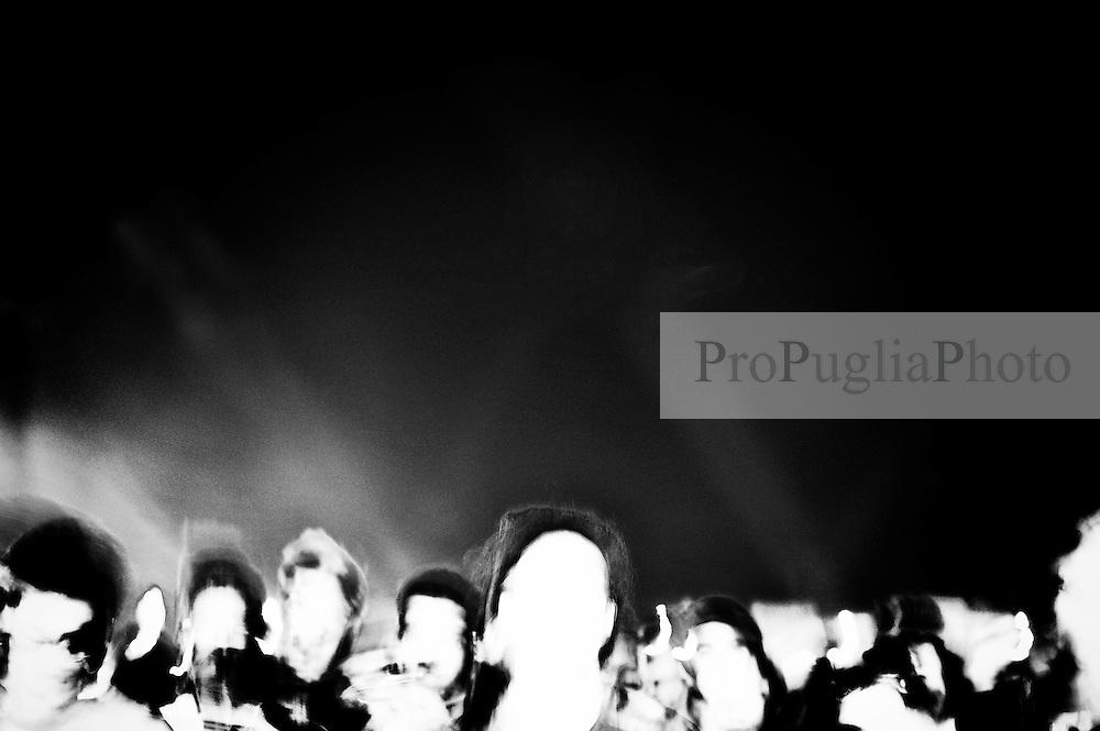 Durante un concerto rock.