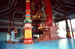 BURMA RANGOON MAR95 - A Burmese women sit in meditation in front of a giant bell near the Shwedagon Pagoda, Rangoon's symbol. The Shwedagon Pagoda is plated with real gold and has a large rubin stone cemented on its top... jre/Photo by Jiri Rezac. . © Jiri Rezac 1995. . Contact: +44 (0) 7050 110 417. Mobile: +44 (0) 7801 337 683. Office: +44 (0) 20 8968 9635. . Email: jiri@jirirezac.com. Web: www.jirirezac.com