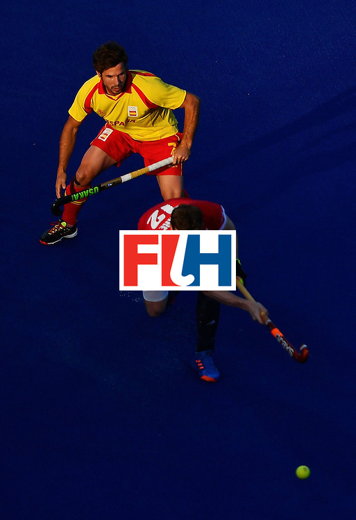 Spain's Pau Quemada and Great Britain's Michael Hoare vie during the mens's field hockey Britain vs Spain match of the Rio 2016 Olympics Games at the Olympic Hockey Centre in Rio de Janeiro on August, 12 2016. / AFP / Carl DE SOUZA        (Photo credit should read CARL DE SOUZA/AFP/Getty Images)