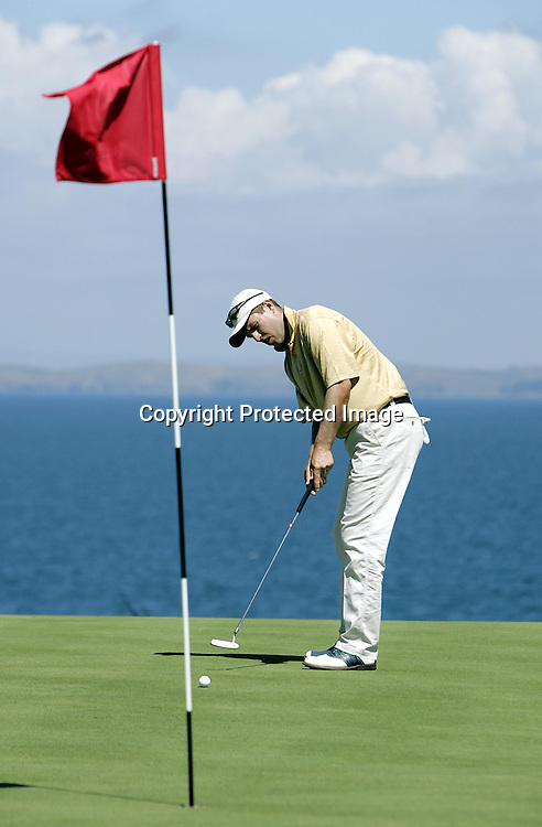 Paul Sheehan putts during the Pro-Am of the Holden New Zealand Golf Open at Gulf Harbour, Whangaparaoa, New Zealand on Wednesday 9th February, 2005.<br />