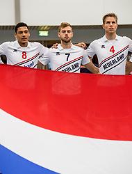12-05-2017 NED: Nederland - Tsjechië, Amstelveen<br /> De Nederlandse volleybal mannen spelen hun eerste oefeninterland in de Emergohal in Amstelveen tegen Tsjechië. Deze wedstrijd staat in het teken van de verplaatsing van het Bankrasmomument. Nederland speelde daarom in speciale oude Nederlandse shirts uit 1992 / Fabian Plak #8, Gijs Jorna #7, Thijs ter Horst #4