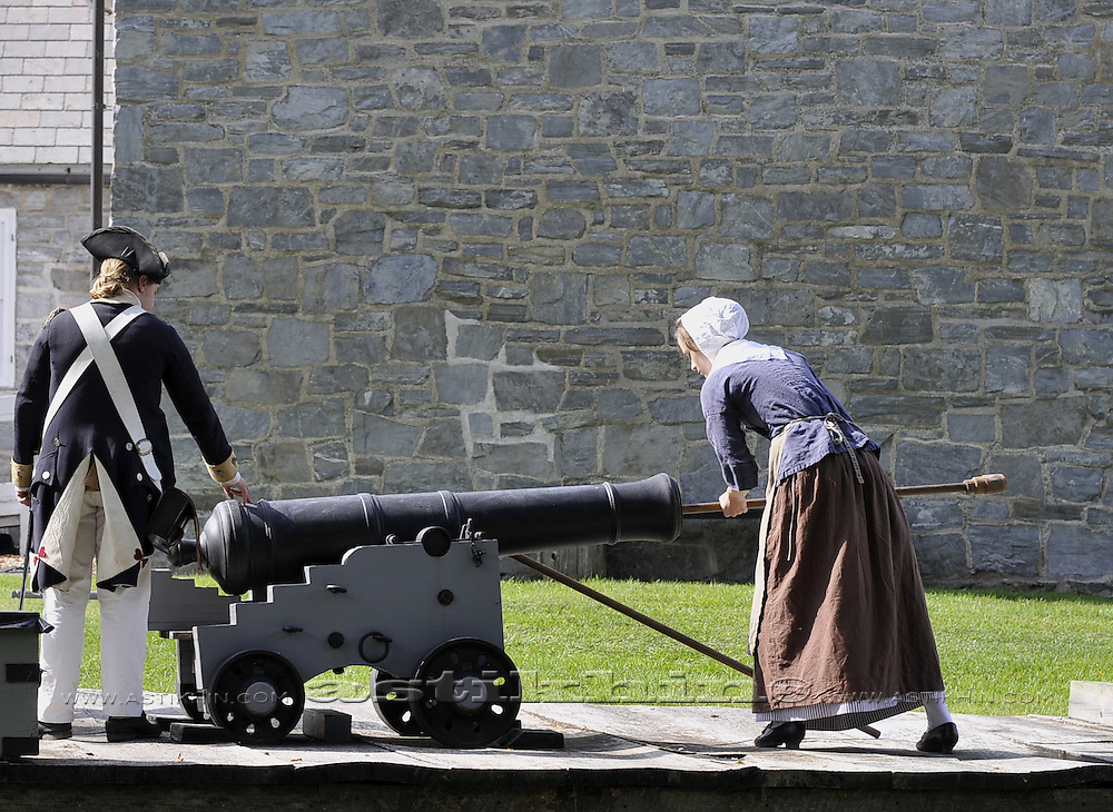 Loading old cannon.