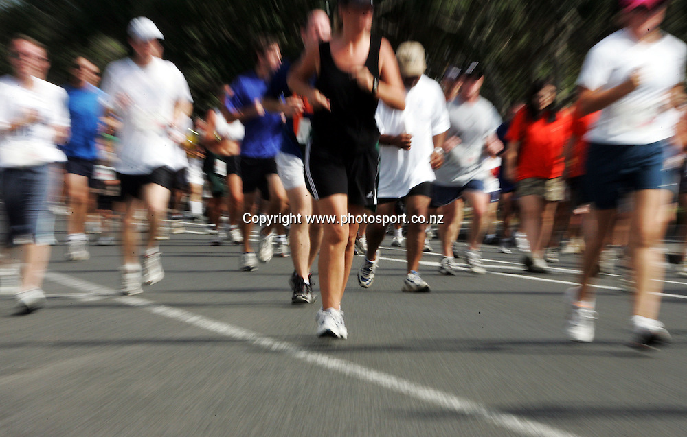 Runners during the Round the Bays run from Auckland city to St. Heliers, Auckland, New Zealand on Sunday 20th March, 2005. Photo: Hannah Johnston/Photosport<br />