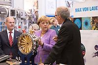 """19 SEP 2012, HAMBURG/GERMANY:<br /> Olaf Scholz, Erster Bürgermeister Hamburg, Angela Merkel, Bundeskanzlerin, und Helmut Dosch, Vorsitzender DESY-Direktorium, (v.L.n.R.), besichtigen die PETRA III Experimentierhalle, Max von Laue-Fest """"Vorstoß in den Nanokosmos - Von Max Laue zu PETRA III"""" mit Taufakt der PETRA III-Experimentierhalle """"Max von Laue"""", mit Deutsches-Elektronen-Synchrotron, DESY<br /> IMAGE: 20120919-01-053"""