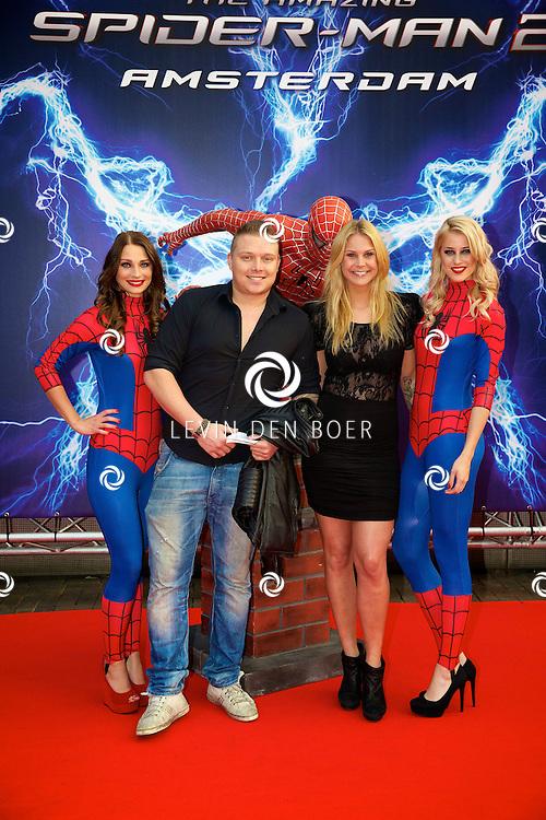 AMSTERDAM - Bij het Pathe ArenA Theater is de filmpremière van Spiderman II gehouden. Met hier op de foto  Tony Wyczynski, alias Sterretje, met partner Yildiz Siskens. FOTO LEVIN DEN BOER - PERSFOTO.NU