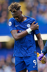 LONDON, ENGLAND - Sunday, September 22, 2019: Chelsea's Tammy Abraham walks off with a shoulder injury during the FA Premier League match between Chelsea FC and Liverpool FC at Stamford Bridge. (Pic by David Rawcliffe/Propaganda)