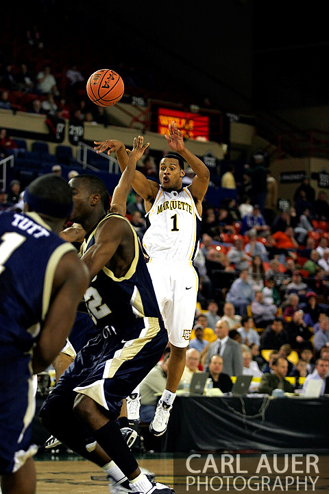25 November 2005: Marquette Golden Eagle Dominic James (1), a freshman guard, makes a jump pass in the Marquette University 73-70 victory over Oral Roberts University at the Great Alaska Shootout in Anchorage, Alaska