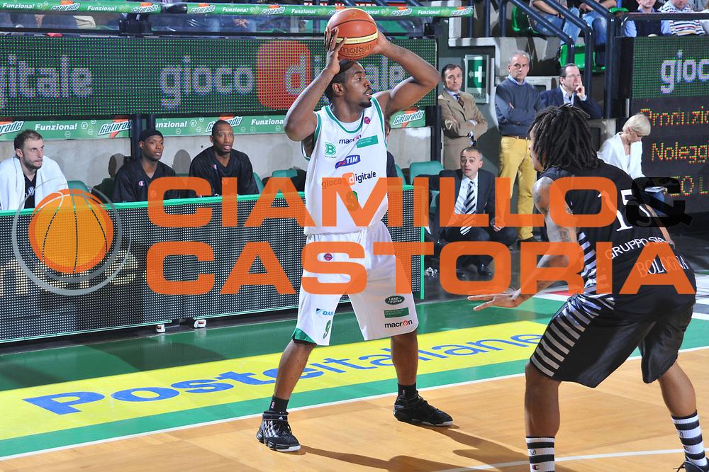 DESCRIZIONE : Treviso Lega A 2009-10 Basket Benetton Treviso Canadian Solar Bologna<br /> GIOCATORE : Kelvin Rivers<br /> SQUADRA : Benetton Treviso<br /> EVENTO : Campionato Lega A 2009-2010<br /> GARA : Benetton Treviso Canadian Solar Bologna<br /> DATA : 17/04/2010<br /> CATEGORIA : Passaggio<br /> SPORT : Pallacanestro<br /> AUTORE : Agenzia Ciamillo-Castoria/M.Gregolin<br /> Galleria : Lega Basket A 2009-2010 <br /> Fotonotizia : Treviso Campionato Italiano Lega A 2009-2010 Benetton Treviso Canadian Solar Bologna<br /> Predefinita :