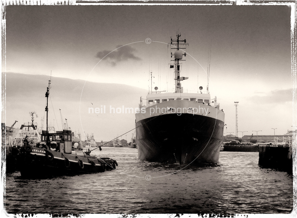 The trawler Hill Cove maneuvers into the lock pit at Hull's Albert Dock with the help of the mooring tug Keelman, picture taken in the early 1990's
