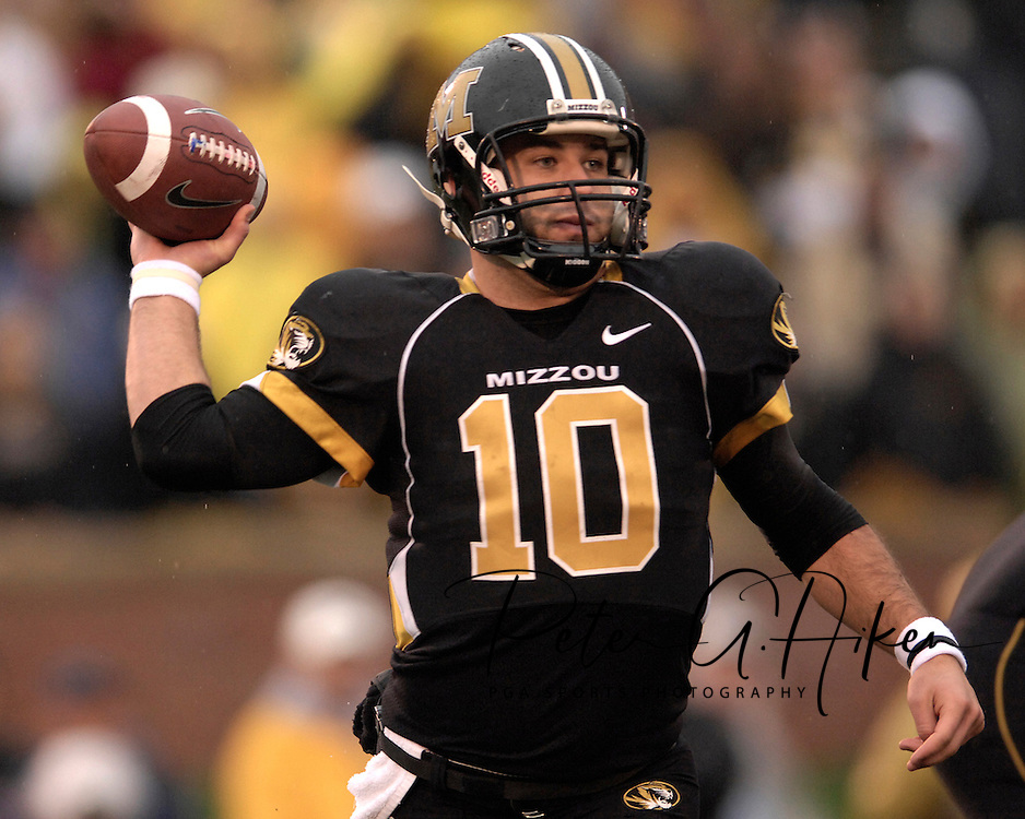 University of Missouri quarterback Chase Daniel (10) drops back to pass against Kansas State at Faurot Field in Columbia, Missouri, October 21, 2006.  The Tigers beat the Wildcats 41-21.<br />