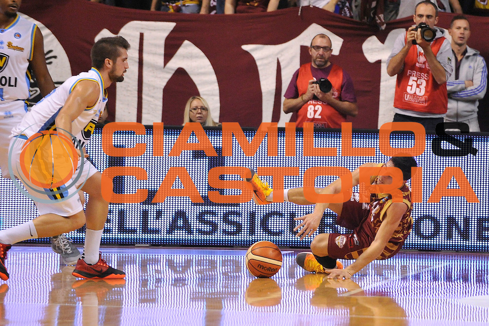 DESCRIZIONE : Venezia Lega A 2015-16 Umana Reyer Venezia - Vanoli Cremona<br /> GIOCATORE : Michele Ruzzier<br /> CATEGORIA : Equilibrio<br /> SQUADRA : Umana Reyer Venezia - Vanoli Cremona<br /> EVENTO : Campionato Lega A 2015-2016 <br /> GARA : Umana Reyer Venezia - Vanoli Cremona<br /> DATA : 25/10/2015<br /> SPORT : Pallacanestro <br /> AUTORE : Agenzia Ciamillo-Castoria/M.Gregolin<br /> Galleria : Lega Basket A 2015-2016  <br /> Fotonotizia :  Venezia Lega A 2015-16 Umana Reyer Venezia - Vanoli Cremona