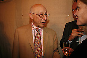 GERALD KAUFMAN, The Spectator At Home. Doughty St. 6 July 2006. ONE TIME USE ONLY - DO NOT ARCHIVE  © Copyright Photograph by Dafydd Jones 66 Stockwell Park Rd. London SW9 0DA Tel 020 7733 0108 www.dafjones.com