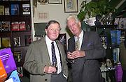 Barry Bracewell-Milnes and Bill Poeton. Sir John Hoskyns book launch. Politico's bookshop. London. 10 October 2000. © Copyright Photograph by Dafydd Jones 66 Stockwell Park Rd. London SW9 0DA Tel 020 7733 0108 www.dafjones.com