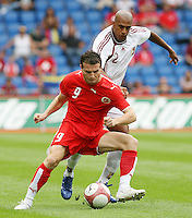 Fussball International Laenderspiel Schweiz - Venezuela Alexander Frei (SUI,li) gegen Luis Vallenilla (VEN,re)