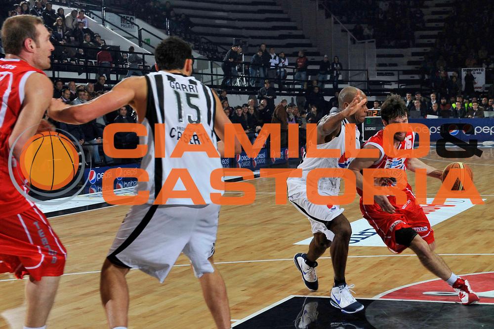 DESCRIZIONE : Caserta Lega A 2010-11 Pepsi Caserta Bancatercas Teramo<br /> GIOCATORE : Drake Diener<br /> SQUADRA : Bancatercas Teramo<br /> EVENTO : Campionato Lega A 2010-2011<br /> GARA : Pepsi Caserta Bancatercas Teramo<br /> DATA : 09/01/2011<br /> CATEGORIA : palleggio<br /> SPORT : Pallacanestro<br /> AUTORE : Agenzia Ciamillo-Castoria/A.De Lise<br /> Galleria : Lega Basket A 2010-2011<br /> Fotonotizia : Caserta Lega A 2010-11 Pepsi Caserta Bancatercas Teramo<br /> Predefinita :