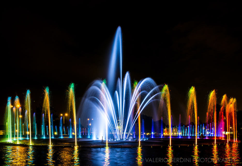 Warsaw Multimedia Fountain Park is located near the Old Town and the Vistula, the city river. The 'Water – Light – Sound' multimedia shows take place each Friday and Saturday from May till September at 9.30 pm