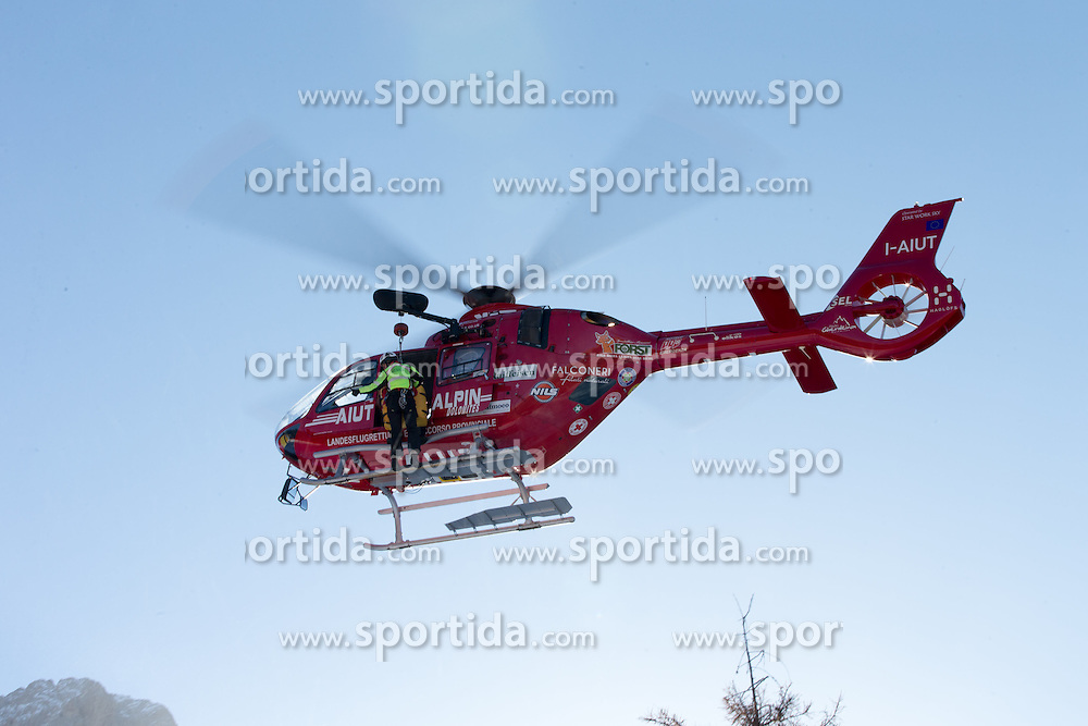 19.12.2015, Saslong, Groeden, ITA, FIS Ski Weltcup, Herren, Abfahrt, Siegerehrung, im Bild Matthias Mayer (AUT) Erstversorgung und Abtransport nach seinem Sturz // Matthias Mayer of Austria First aid and transport to his crash during the award winner ceremony of the men's downhill of Groeden FIS Ski Alpine World Cup at the Saslong Course in Gardena, Italy on 2015/12/19. EXPA Pictures © 2015, PhotoCredit: EXPA/ Johann Groder