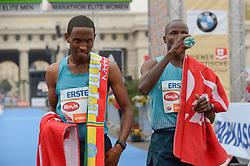 13.04.2014, Wien, AUT, Vienna City Marathon 2014, im Bild links Getu Feleke, ETH (#2), rechts Alfred Kering, KEN (#5), 1. und 2. Platz // during Vienna City Marathon 2014, Vienna, Austria on 2014/04/13. EXPA Pictures © 2014, PhotoCredit: EXPA/ Gerald Dvorak