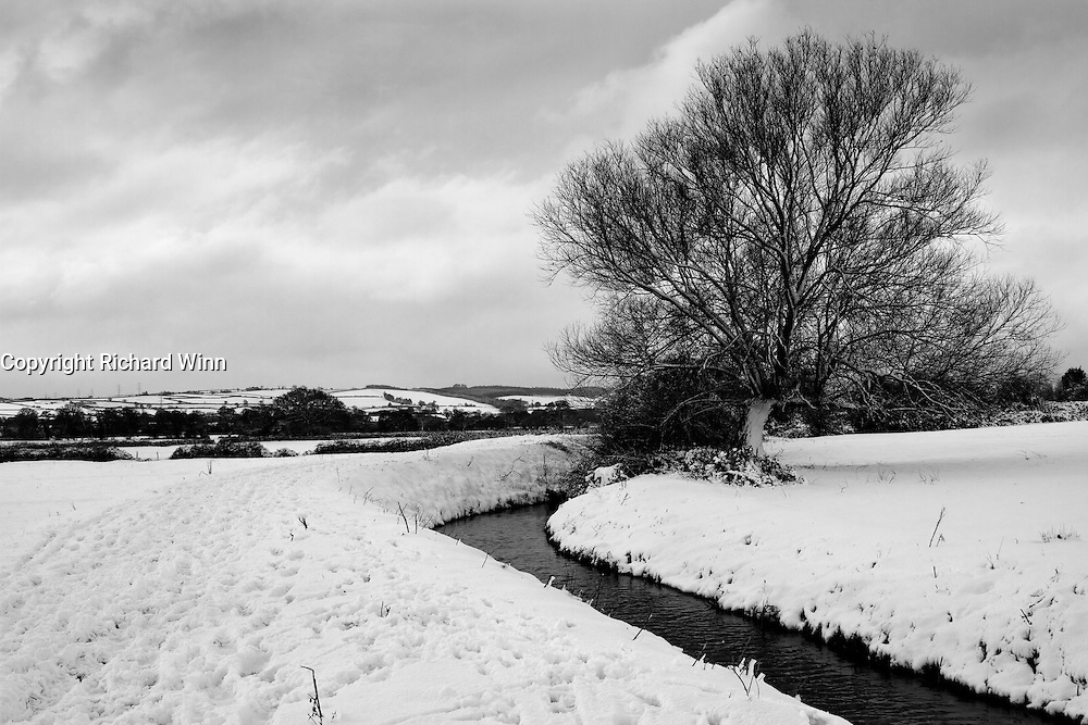 Durleigh Brook, on The Meads just outside Bridgwater, after heavy overnight snowfall, with the Quantocks in the background.