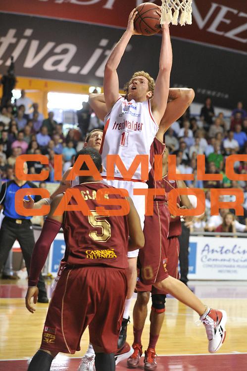 DESCRIZIONE : Venezia Lega Basket A2 2010-11 Umana Reyer Venezia Trenkwalder Reggio Emilia<br /> GIOCATORE : Giovanni Pini<br /> SQUADRA : Umana Reyer Venezia Trenkwalder Reggio Emilia<br /> EVENTO : Campionato Lega A2 2010-2011<br /> GARA : Umana Reyer Venezia Trenkwalder Reggio Emilia<br /> DATA : 10/04/2011<br /> CATEGORIA : Tiro<br /> SPORT : Pallacanestro <br /> AUTORE : Agenzia Ciamillo-Castoria/M.Gregolin<br /> Galleria : Lega Basket A2 2010-2011 <br /> Fotonotizia : Venezia Lega A2 2010-11 Umana Reyer Venezia Trenkwalder Reggio Emilia<br /> Predefinita :