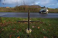 Anzio (Roma), 05/01/2014: lapide sulla via Nettunense in memoria di un incidente mortale - grave along the street in memory of a fatal car accident.