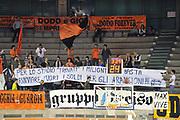 DESCRIZIONE : Udine Lega A2 2010-11 Snaidero Udine Umana Venezia<br /> GIOCATORE : Tifosi<br /> SQUADRA : Snaidero Udine<br /> EVENTO : Campionato Lega A2 2010-2011<br /> GARA : Snaidero Udine Umana Venezia<br /> DATA : 18/05/2011<br /> CATEGORIA :  Tifosi, Protesta, Curiosita<br /> SPORT : Pallacanestro <br /> AUTORE : Agenzia Ciamillo-Castoria/S.Ferraro<br /> Galleria : Lega Basket A2 2010-2011 <br /> Fotonotizia : Udine Lega A2 2010-11 Snaidero Udine Umana Venezia<br /> Predefinita :