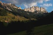 Blick auf die Sattelspitzen / Gastlosen von Schattenhalb / Rüggli aus. Vue des Gastlosen / Sattelspitzen depuis Schattenhalb, Jaun. © Romano P. Riedo