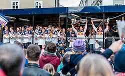 15.04.2016, Kapitelplatz, Salzburg, AUT, EBEL, Meisterfeier EC Red Bull Salzburg, während der Meisterfeier des Eishockey-Clubs EC Red Bull Salzburg am Freitag 15. April 2016, in Salzburg, im Bild v.l.: Daniel Welser (EC Red Bull Salzburg) und Matthias Trattnig (EC Red Bull Salzburg) präsentieren die zwei Pokale // during the Erste Bank Icehockey Liga Championships Party of EC Red Bull Salzburg at the Kapitelplatz in Salzburg, Austria on 2016/04/15. EXPA Pictures © 2016, PhotoCredit: EXPA/ JFK