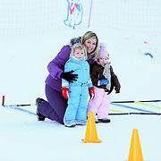 AUT/Lech/20080210 - Fotosessie Nederlandse Koninklijke familie in lech Oostenrijk, prins Claus-Casimier, prinses Maxima en dochter Alexia