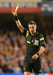 30.04.2014, Stamford Bridge, London, ENG, UEFA CL, FC Chelsea vs Atletico Madrid, Halbfinale, Rueckspiel, im Bild Referee shows a yellow card // Referee shows a yellow card during the UEFA Champions League Round of 4, 2nd Leg Match between Chelsea FC and Club Atletico de Madrid at the Stamford Bridge in London, Great Britain on 2014/05/01. EXPA Pictures &copy; 2014, PhotoCredit: EXPA/ Mitchell Gunn<br /> <br /> *****ATTENTION - OUT of GBR*****