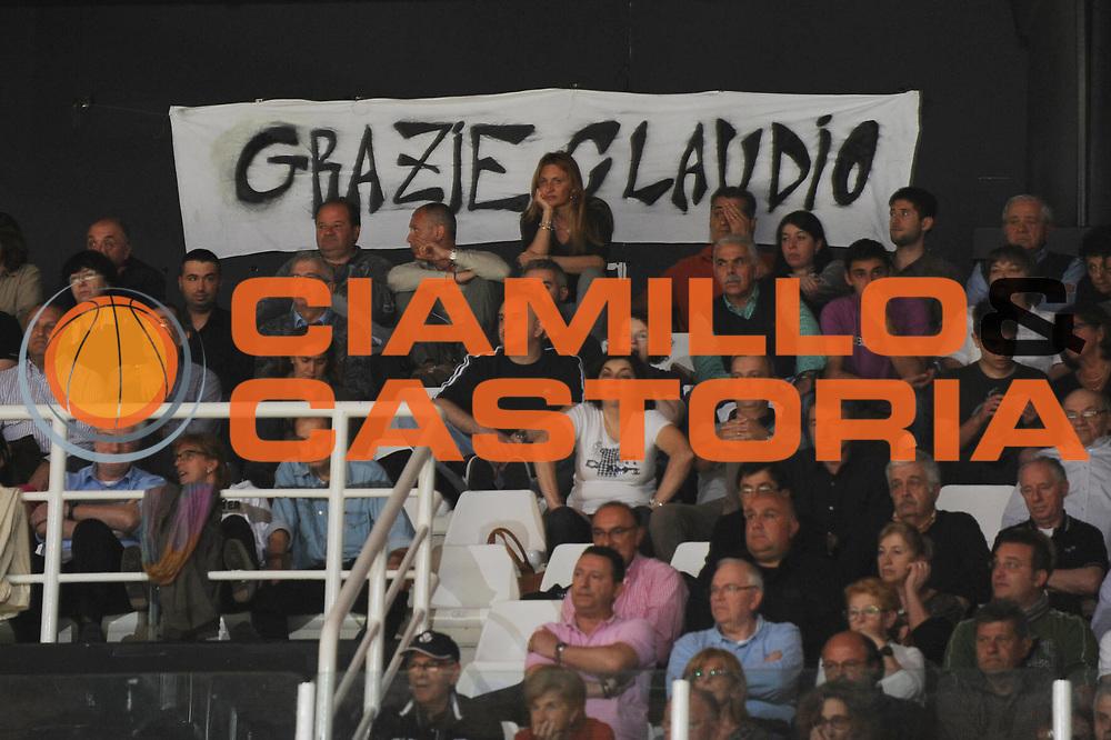 DESCRIZIONE : Bologna Lega A 2012-13 Oknoplast Virtus Bologna Lenovo Cantu<br /> GIOCATORE : Tifosi Striscione per Sabatini<br /> CATEGORIA : <br /> SQUADRA : Oknoplast Virtus Bologna <br /> EVENTO : Campionato Lega A 2012-2013 <br /> GARA : Oknoplast Virtus Bologna Lenovo Cantu<br /> DATA : 05/05/2013<br /> SPORT : Pallacanestro <br /> AUTORE : Agenzia Ciamillo-Castoria/M.Marchi<br /> Galleria : Lega Basket A 2012-2013  <br /> Fotonotizia : Bologna Lega A 2012-13 Oknoplast Virtus Bologna Lenovo Cantu<br /> Predefinita :