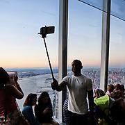 New York, 2015. One World Observatory aperto ai visitatori e luogo di osservazione privilegiata di Manhattan.<br /> <br /> New York, 2015. One World Observatory open to visitors and place of observation privileged Manhattan.