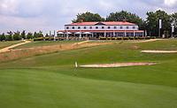 Margraten  - green hole 1 met clubhuis.  Rijk van Margraten.  COPYRIGHT KOEN SUYK