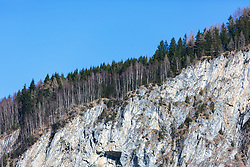 "THEMENBILD - ein Teil der schroffen Felswand ""Falkenbachwand"" mit Nadelbäumen und blauem Himmel, aufgenommen am 07. April 2018, Kaprun, Österreich // Part of the rugged rock face ""Falkenbachwand"" with coniferous trees and blue sky on 2018/04/07, Kaprun, Austria. EXPA Pictures © 2018, PhotoCredit: EXPA/ Stefanie Oberhauser"