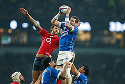 Samoa Lock Kane Thompson wins a lineout from England Lock Courtney Lawes - Photo mandatory by-line: Rogan Thomson/JMP - 07966 386802 - 22/11/2014 - SPORT - RUGBY UNION - London, England - Twickenham Stadium - England v Samoa - QBE Autumn Internationals.