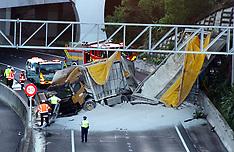 Auckland-Truck and trailer crash off motorway blocking port link