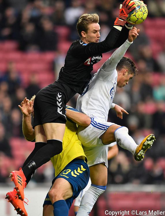 DK:<br /> 20171105, K&oslash;benhavn, Danmark:<br /> Fodbold Superliga FC K&oslash;benhavn - Br&oslash;ndby IF: Frederik R&oslash;nnow, Br&oslash;ndby IF, BIF, Pieros Sotiriou, FCK FC K&oslash;benhavn/FC Copenhagen<br /> Foto: Lars M&oslash;ller<br /> UK: <br /> 20171105, Copenhagen, Denmark:<br /> Football Superleague FC Copenhagen-Brondby IF: Frederik R&oslash;nnow, Br&oslash;ndby IF, BIF, Pieros Sotiriou, FCK FC K&oslash;benhavn/FC Copenhagen<br /> Photo: Lars Moeller