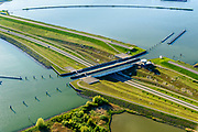 Nederland, Noord-Holland, Enkhuizen, 07-05-2018; Naviduct Krabbersgat, combinatie schutsluis met aquaduct. Tussen Markermeer en IJsselmeer, begin Houtribdijk, N302. <br /> Naviduct Krabbersgat, combination lock with aqueduct.<br /> luchtfoto (toeslag op standard tarieven);<br /> aerial photo (additional fee required);<br /> copyright foto/photo Siebe Swart