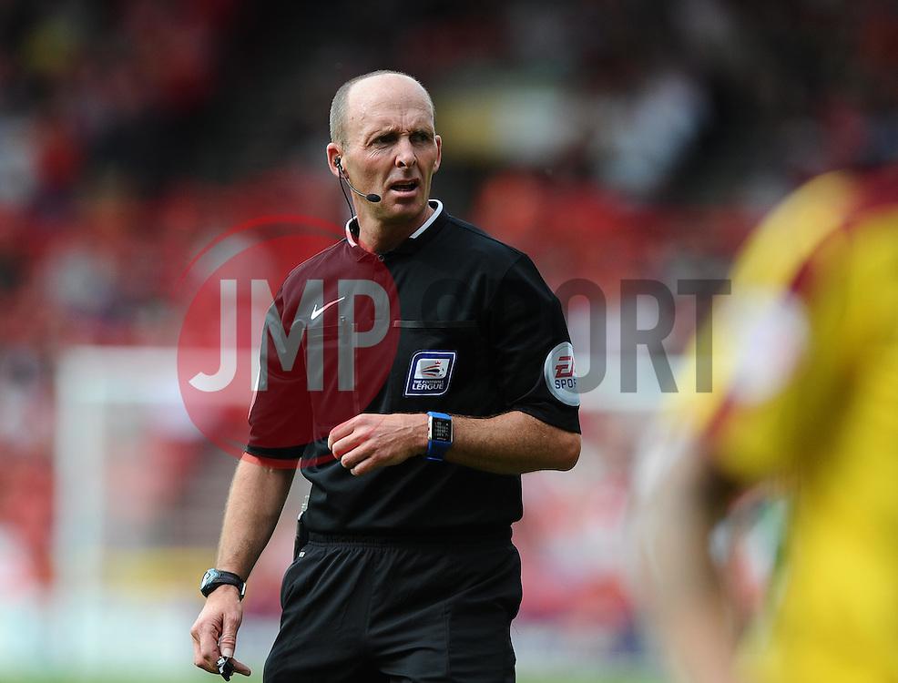 Referee, Mike Dean  - Mandatory byline: Joe Meredith/JMP - 07966386802 - 29/08/2015 - FOOTBALL - Ashton Gate -Bristol,England - Bristol City v Burnley - Sky Bet Championship