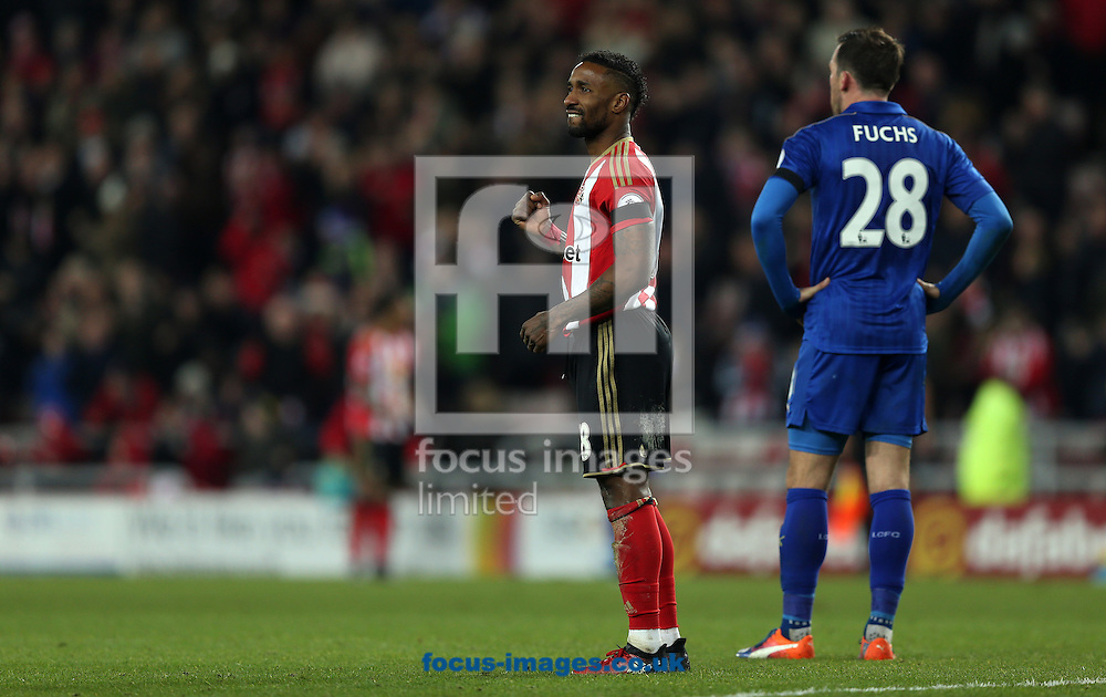 Jermain Defoe of Sunderland celebrates victory at the final whistle of the Premier League match at the Stadium Of Light, Sunderland<br /> Picture by Christopher Booth/Focus Images Ltd 07711958291<br /> 03/12/2016