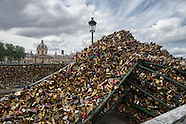 Paris. the end of love... locks.  story. PR594A5