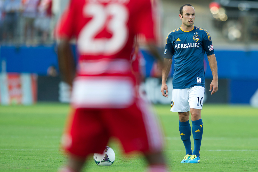 FRISCO, TX - AUGUST 11:  Landon Donovan #10 of the Los Angeles Galaxy gets set for a free kick against FC Dallas on August 11, 2013 at FC Dallas Stadium in Frisco, Texas.  (Photo by Cooper Neill/Getty Images) *** Local Caption *** Landon Donovan