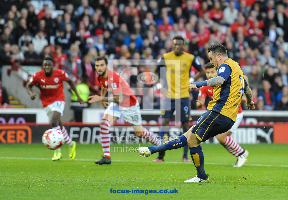 Lee Tomlin of Bristol City scores from the penalty spot to make it 1-1 during the Sky Bet Championship match at Oakwell, Barnsley<br /> Picture by Richard Land/Focus Images Ltd +44 7713 507003<br /> 29/10/2016
